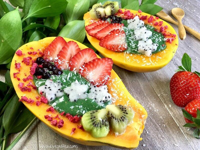 green smoothie papaya bowl
