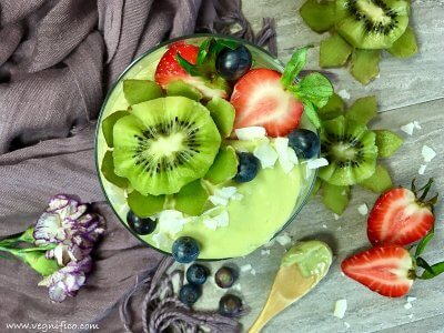creamy avocado smoothie bowl